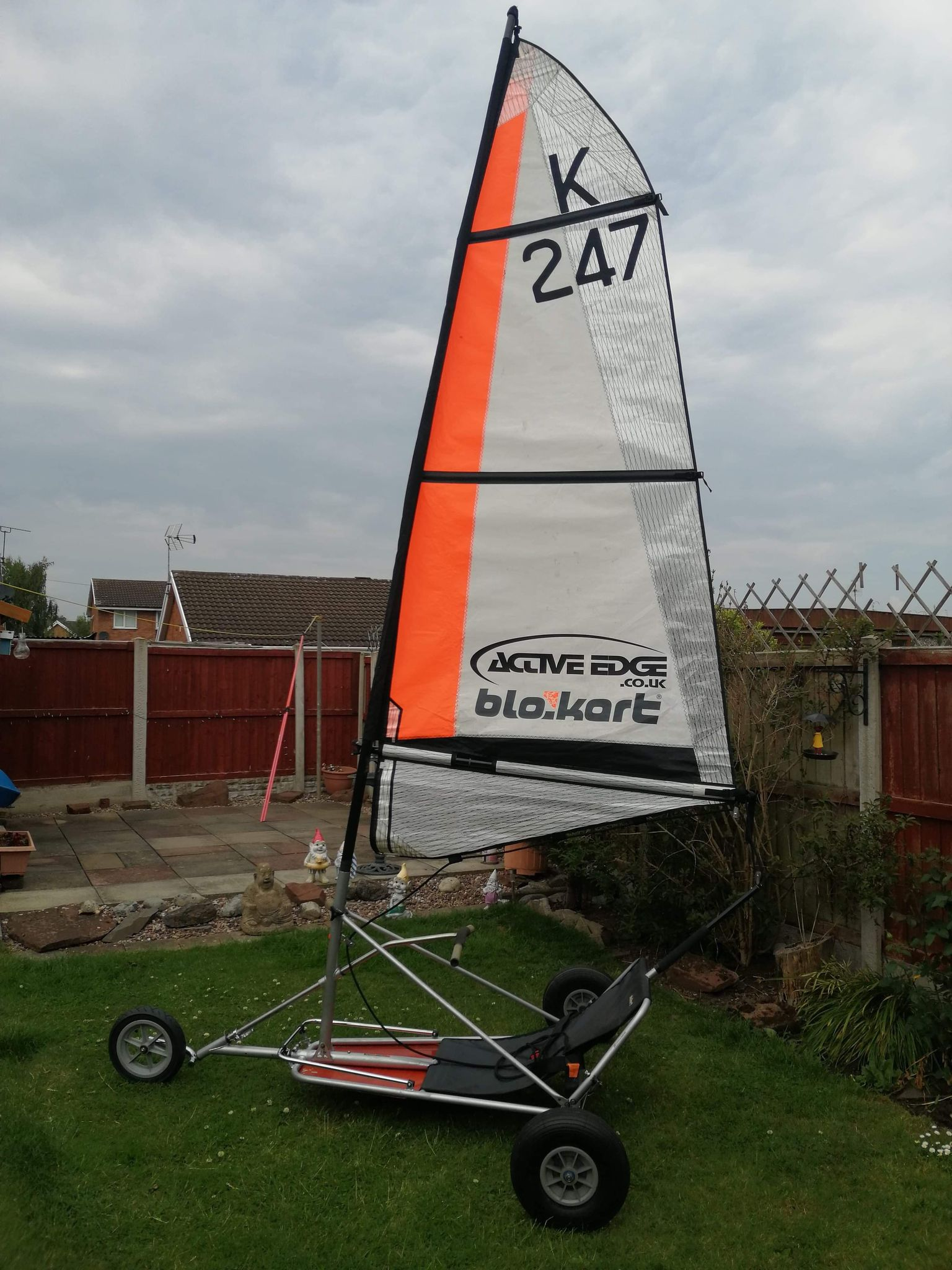 Sport kart in very good condition with a 3m sail